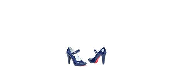 Doamna cu pantofi albaștri. Încălțați invers