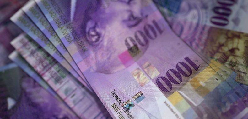 Parlamentul a adoptat legea conversiei creditelor în CHF la cursul istoric