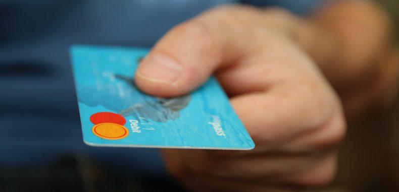 Legea cash-back, o nouă pomană pentru sectorul bancar